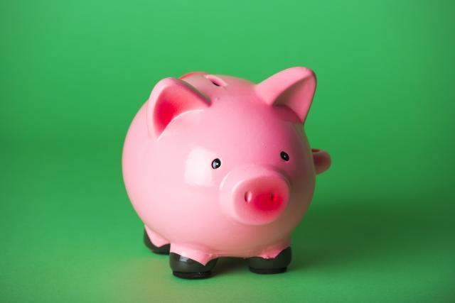 ピンクの豚の貯金箱