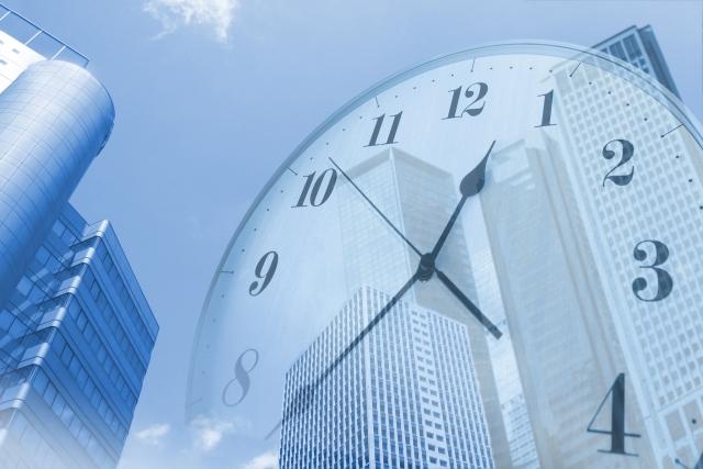 ビル街と時間のイメージ
